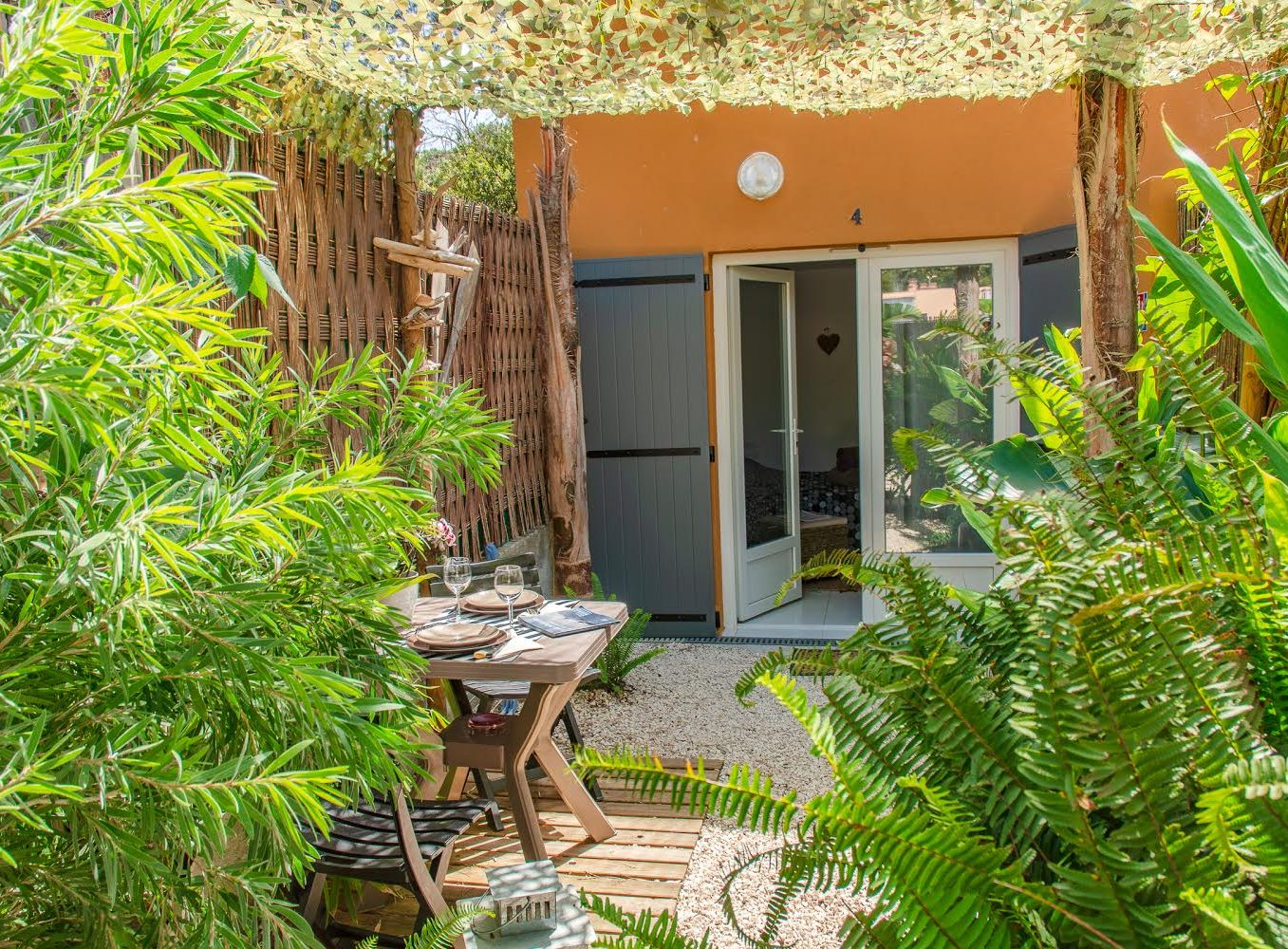 Location appartement giens hyères chambre d'hote mahinui terrasse