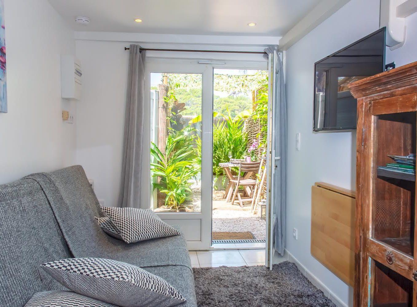 Location studio giens hyeres moorea pièce avec terrasse