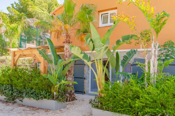 Rental apartment giens hyeres french riviera papa-iti outdoor