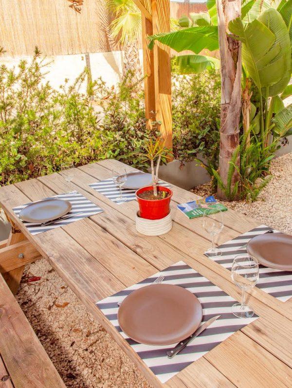Rental apartment giens hyeres french riviera raietea table